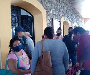Retienen sus salarios a siete regidores en Jalpan por órdenes del edil sustituto Vicente Flores Pozo
