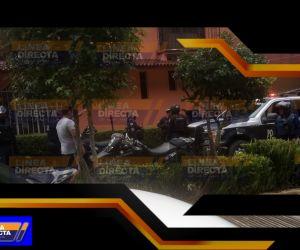 (FOTOS) A cachazos y macanazos se enfrentaron civiles y policías de Huauchinango, uno de ellos realizó detonaciones con su arma de cargo